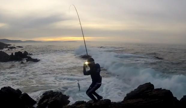 partir-cana-pesca-carregar-peixe-vertical
