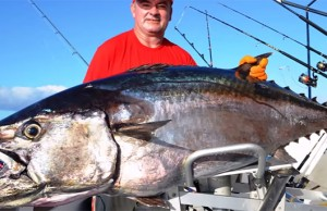 atum-enorme-mar-pesca-embarcada-videos